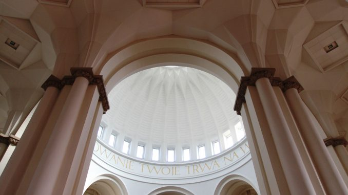https://commons.wikimedia.org/wiki/File:Archikatedra_Chrystusa_Kr%C3%B3la_w_Katowicach;_3.jpg